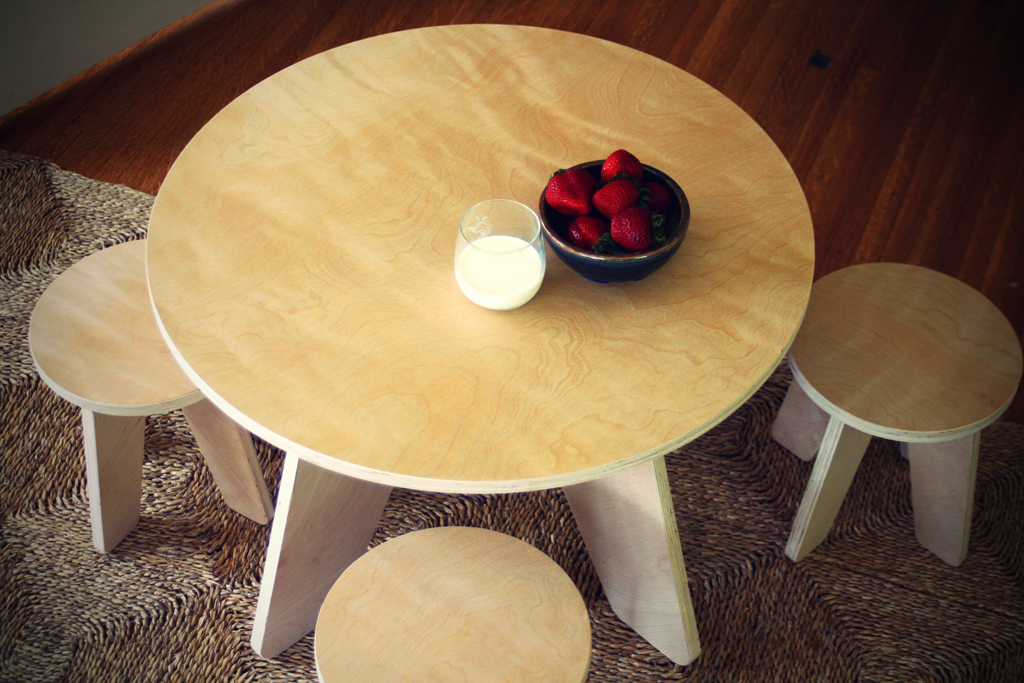 Sodura Table and Stools pick up a set for kids – want one?