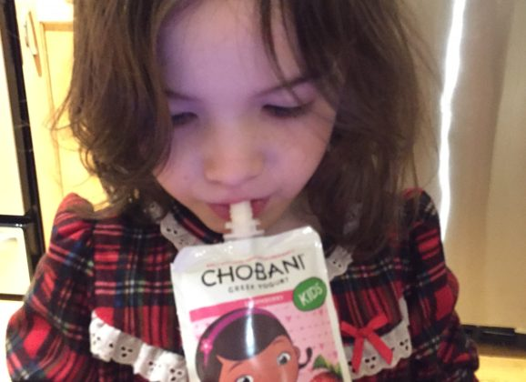 Creating New Year resolutions for a healthier eating habits for kids. #chobanikids #ad